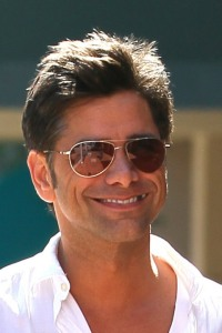 gallery_main-john-stamos-food-in-teeth-04